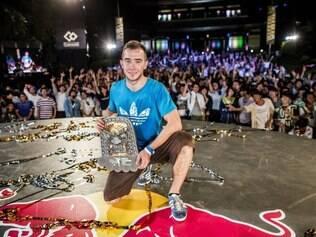 Polonês Szymon Skalski chega para defender o título do ano passado