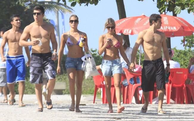 Bia e Branca Feres com os namorados no Rio na tarde deste sábado (02)