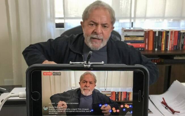 Candidato do PT, Lula atualmente lidera as pesquisas de intenção de votos e quer participar do horário eleitoral
