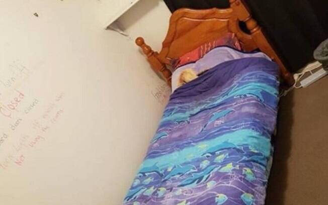 O anúncio, divulgado no Facebook, chamou a atenção dos usuários por sugerir que os inquilinos revezem a cama