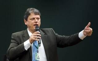 Governo pode privatizar ou liquidar cerca de 100 estatais, afirma ministro