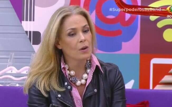 Carolina Ferraz participa da estreia de