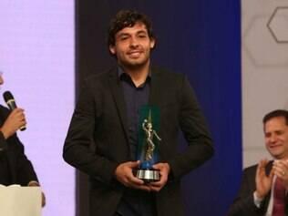 Goulart foi eleito o melhor meia, ao lado de Everton Ribeiro