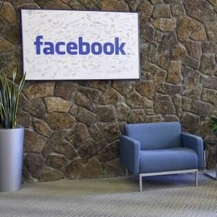 Facebook pode preparar nova equipe para desenvolver smartphone próprio
