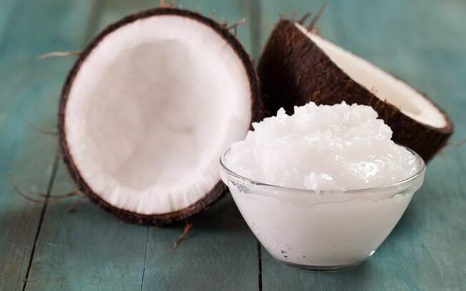 Óleo de coco vale para dietas e para cuidados com a beleza