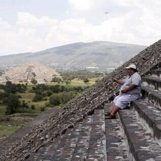 Vale até selfie na pausa para recuperar o fôlego na Pirâmide do Sol
