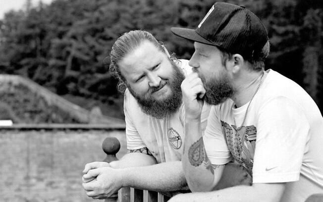 Quando a noiva Devon Bickerton ficou ocupada demais para participar de um ensaio pré-casamento, o noivo, Alistair Yeo, e o padrinho de casamento, Adam Green, fizeram as fotos juntos como se fossem um casal
