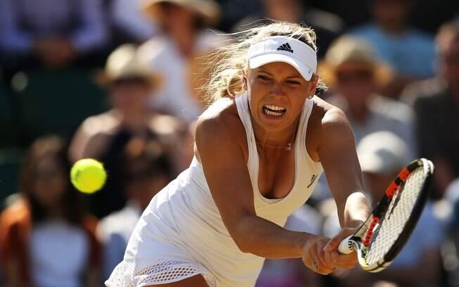 A tenista Caroline Wozniacki em ação