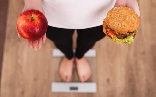 Quem faz essas dietas milagrosas geralmente precisa cortar muita coisa da alimentação e isso é prejudicial