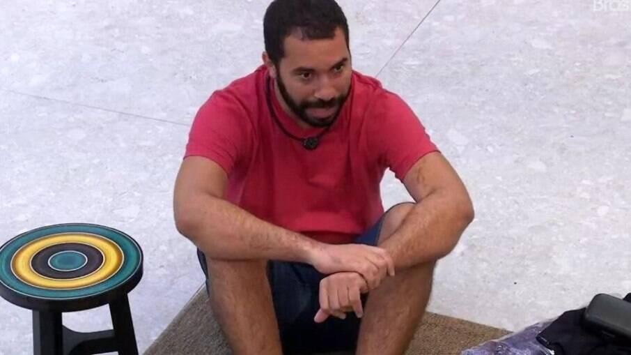 Gilberto fala sonre o atendimento psicológico do programa na área externa