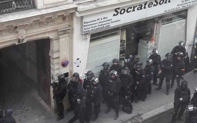 De acordo com informações da imprensa local, entre os reféns feitos em Paris, estava uma mulher grávida