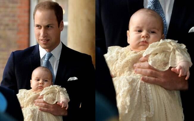 Príncipe William com o filho, príncipe George, no colo