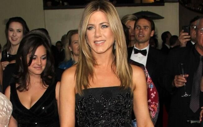 Jennifer Aniston quer mudar de estilo. Você acha que ela precisa?