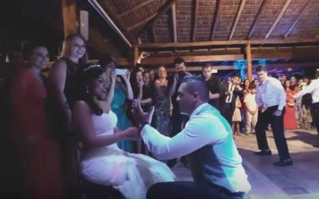 Noivo dança e surpreende a todos
