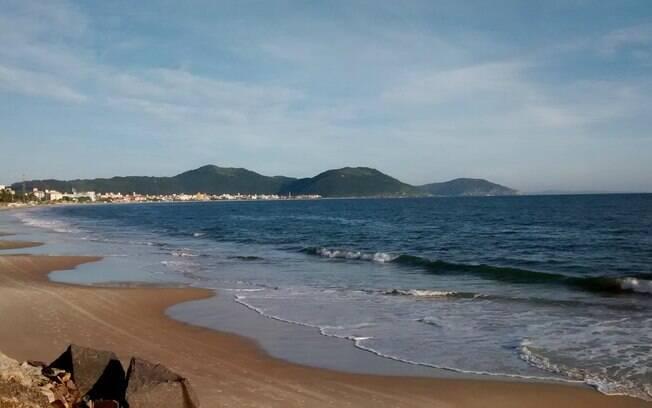 Praia dos Ingleses é um local, entre as praias de Santa Catarina, com ondas mais calmas em uma das partes