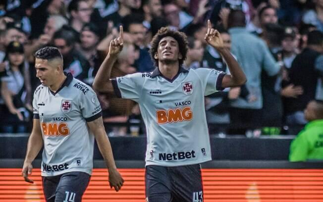 Thalles Magno comemora gol do Vasco