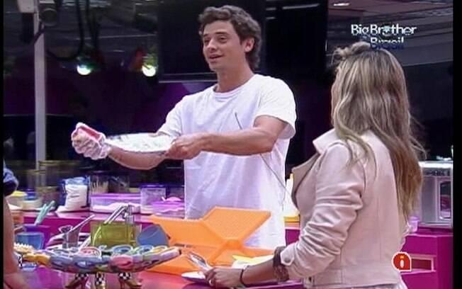 Fael afirma que é uma honra lavar o prato de Jonas