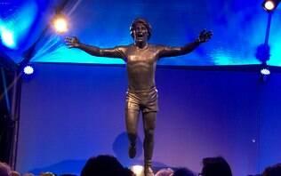 Ídolo da torcida, Renato Portaluppi ganha estátua na Arena do Grêmio