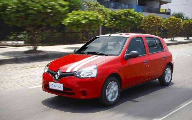 Renault Clio oferece bom custo-benefício para quem não se importar com  espaço interno entre os carros seminovos