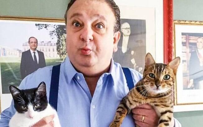 Jacquin com seus gatinhos, Tompero e Johnny