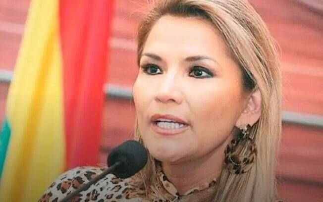 Governo provisório da Bolívia deu 72 horas para que o trio deixe o país.