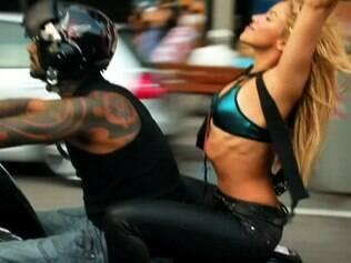 Shakira sem capacete no clipe