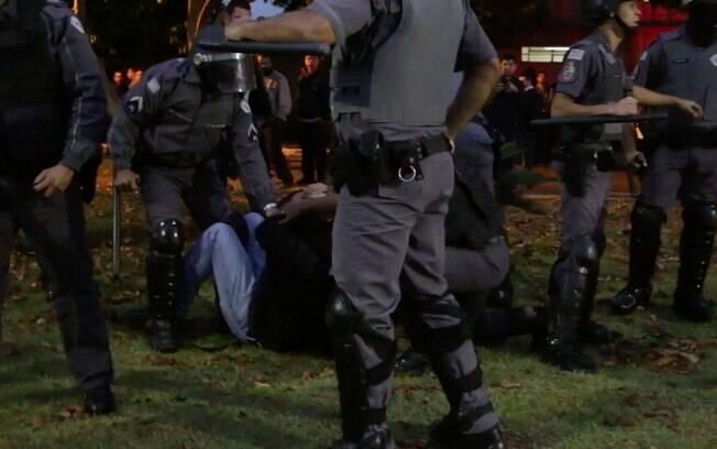 Vídeo divulgado pelo Sindicato dos Metalúrgicos mostra funcionários da Embraer sendo agredidos pela polícia
