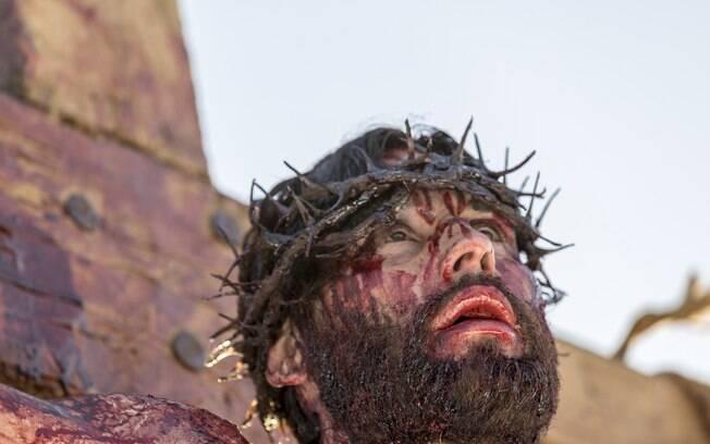 Cena da crucificação de Jesus na trama da Rede Record