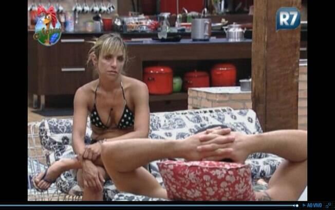 Anna fala com Marlon sobre quem vai pra roça