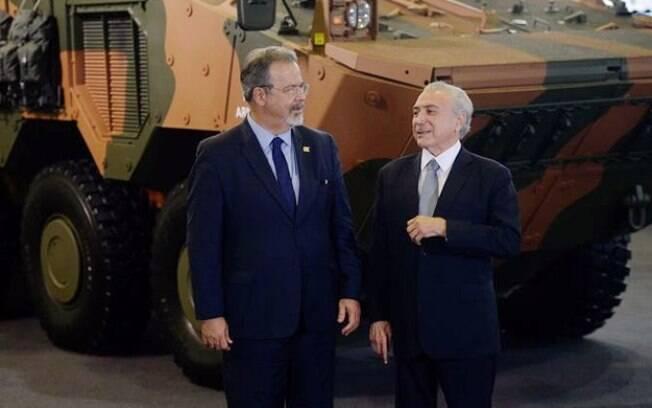 Jungmann disse que, pro ser a primeira vez que um presidente vai ao ministério, Temer ganhará faixa no Conselho Militar