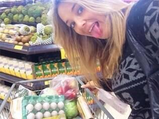 Ticiane Pinheiro mostra que adora fazer supermercado