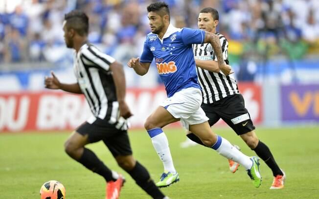 Luan em lance de Cruzeiro e Santos no  Mineirão