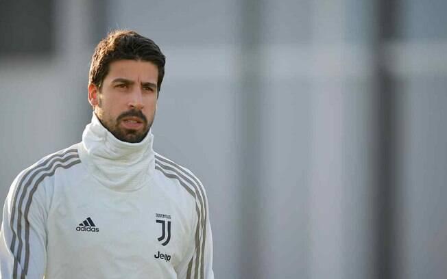 Khedira ficará um mês fora da Juventus por arritmia cardíaca