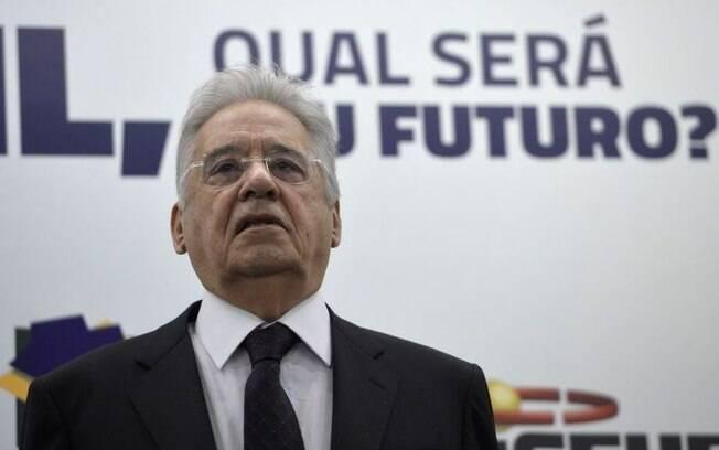 O ex-presidente Fernando Henrique Cardoso e o prefeito de São Paulo, Bruno Covas, chegam para votar na capital paulista