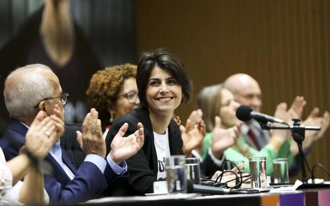 Para Manuela D'ávila, sigilo sobre a Previdência é prova de que reforma não é justa