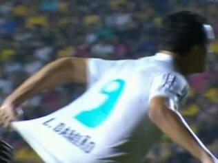 Damião negou que tenha tentado forçar o árbitro a marcar pênalti
