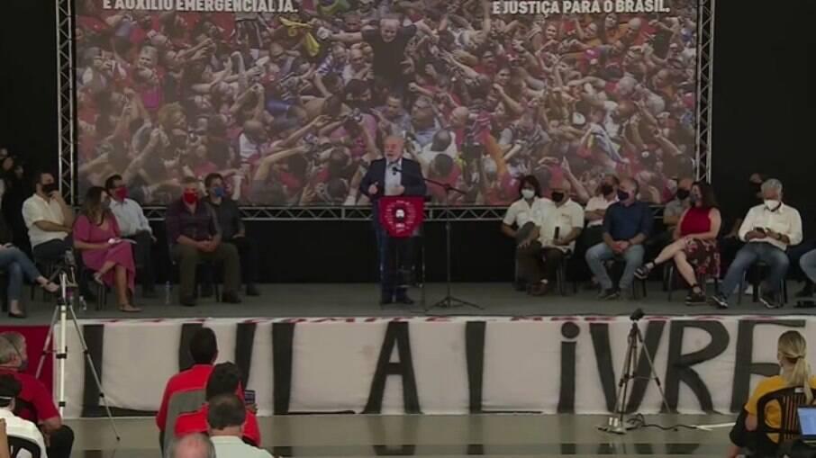 Lula durante primeiro discurso após a anulação de suas condenações na Lava-Jato