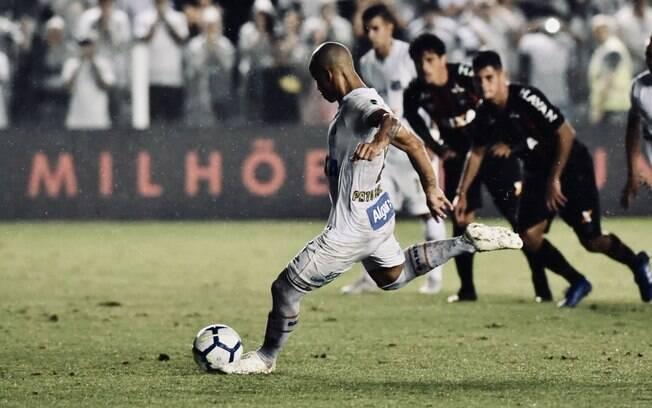 Carlos Sánchez marcou seu primeiro gol com a camisa do Santos