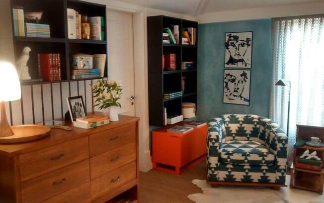 """18 MINUTOS - Troque os móveis de cômodos. A poltrona do quarto vem para o living e vice-versa. """"A sensação é de uma peça nova"""", diz Flávia"""