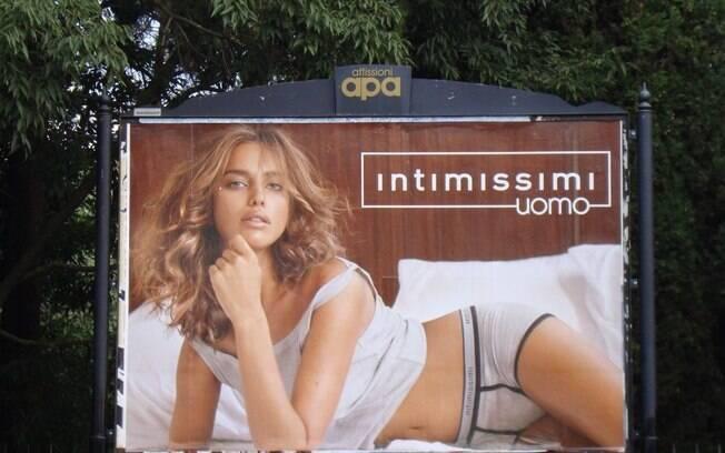 Irina Shayk em outdoor de Roma