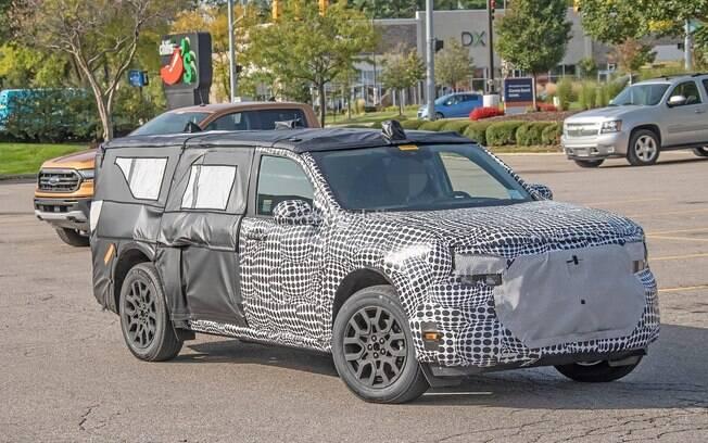 Ford Maveric: picape com base do SUV Bronco já está em fase de testes nos EUA, onde roda disfarçada junto com a Ranger