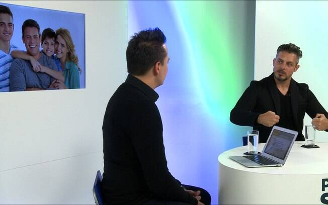 Luigi Baricelli é entrevistado por Marcos Scaldelai no programa Pra Frente Sempre