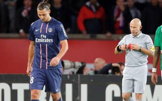 A liderança foi embora logo na rodada  seguinte. Em jogo que teve Ibrahimovic expulso, o  PSG sofreu a primeira derrota na competição ao  perder do St. Etienne por 2 a 1 e foi ultrapassado  pelo Lyon