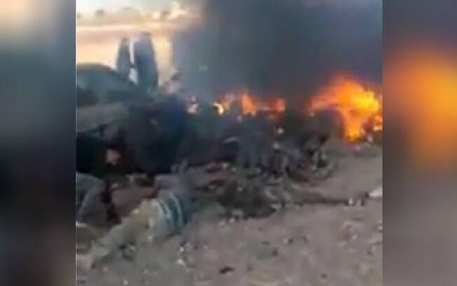 Vídeo amador mostra estrago logo após explosão de carro-bomba em Susian, ao noroeste da cidade de Al Bab