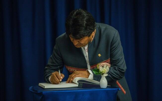Atual presidente, Evo Morales lidera as pesquisas preliminares do primeiro turno