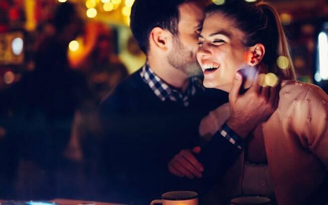 Os astros podem te ajudar a planejar o Dia dos Namorados de uma forma que combine mais com você
