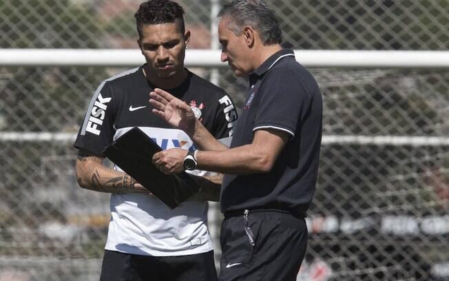 Tite orienta Guerrero em treino do Corinthians
