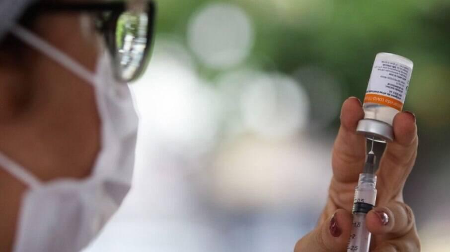 Consórcio de prefeitos tentam doação de vacina da AstraZeneca