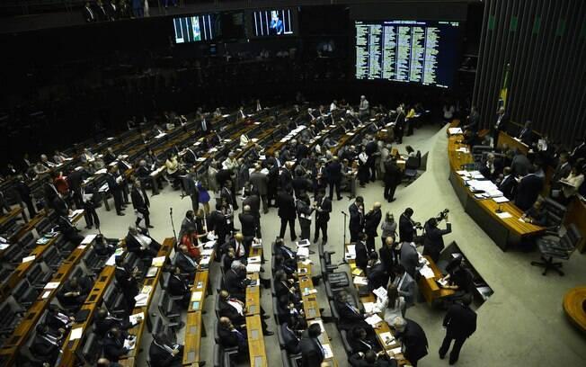 A votação será realizada por chamada nominal, então os parlamentares serão chamados por ordem alfabética