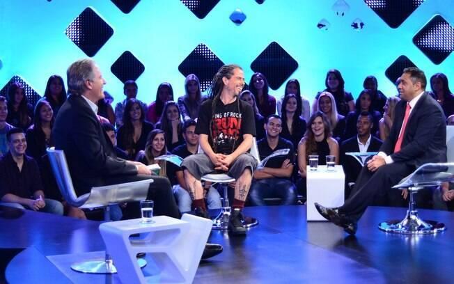 Justus recebe no palco de seu programa o dj Ricardo Amaral e o humorista Tiririca